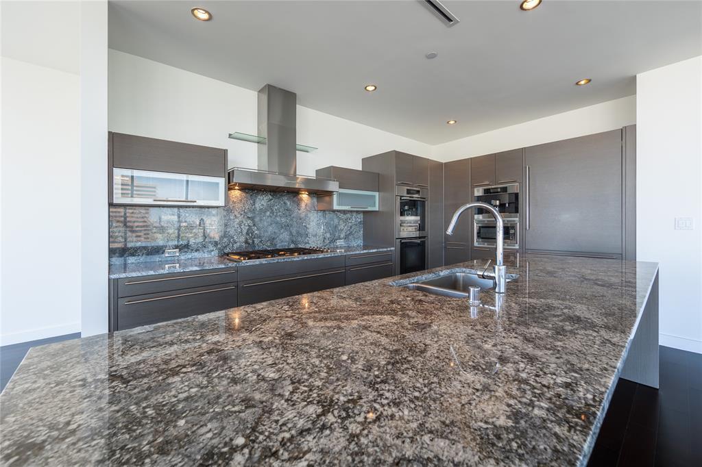 2900 Mckinnon  Street, Dallas, Texas 75201 - acquisto real estate best real estate company to work for