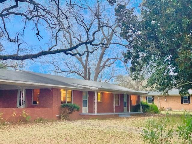 611 Main  Street, Grapeland, Texas 75844 - Acquisto Real Estate best frisco realtor Amy Gasperini 1031 exchange expert