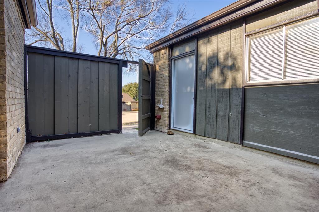 4612 Country Creek  Drive, Dallas, Texas 75236 - acquisto real estate best the colony realtor linda miller the bridges real estate