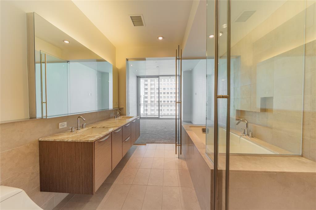 2900 Mckinnon  Street, Dallas, Texas 75201 - acquisto real estate best realtor westlake susan cancemi kind realtor of the year