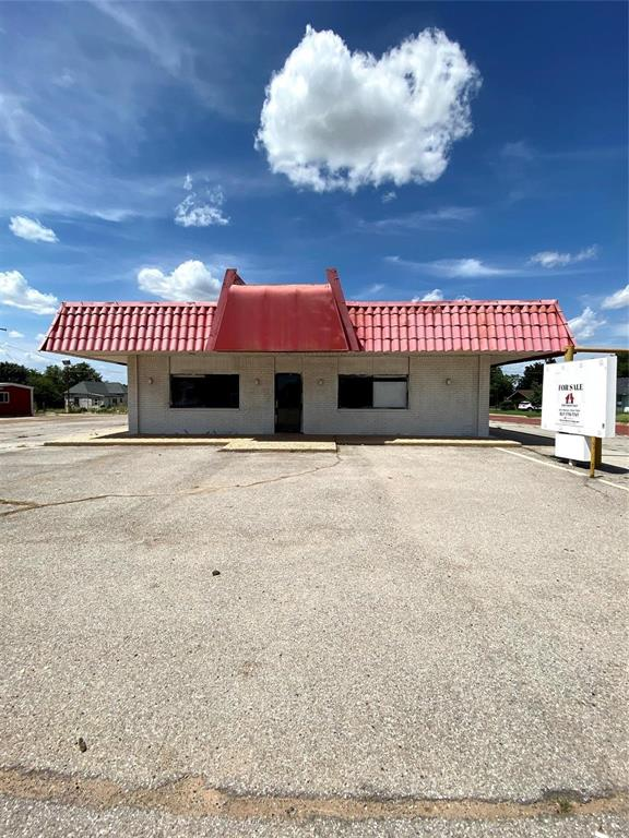 700 11th  Street, Quanah, Texas 79252 - Acquisto Real Estate best frisco realtor Amy Gasperini 1031 exchange expert