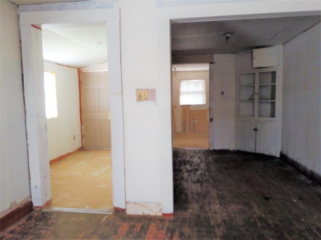 711 Walker  Street, Breckenridge, Texas 76424 - acquisto real estate best looking realtor in america shana acquisto