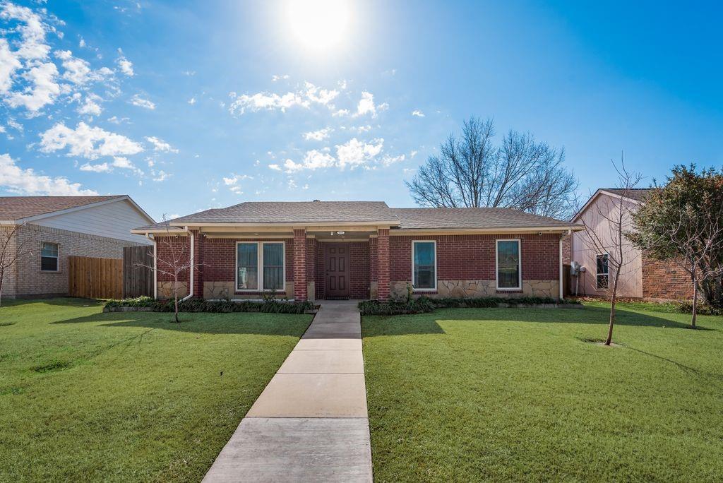 8302 Chesham  Drive, Rowlett, Texas 75088 - Acquisto Real Estate best frisco realtor Amy Gasperini 1031 exchange expert