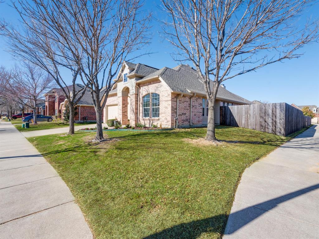 5800 Meadowglen  Drive, Denton, Texas 76226 - Acquisto Real Estate best frisco realtor Amy Gasperini 1031 exchange expert