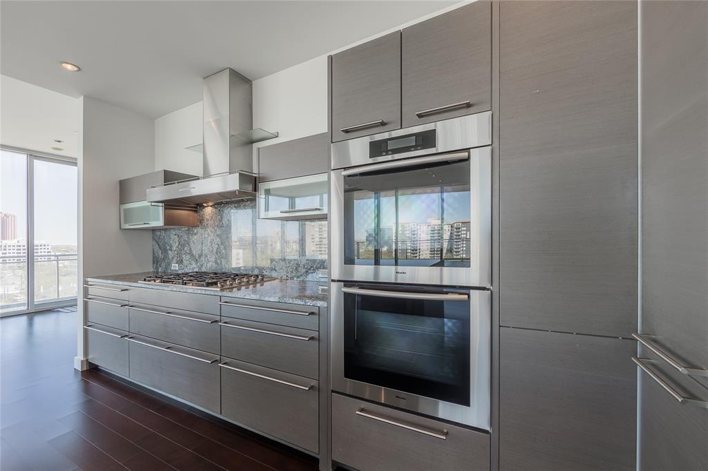 2900 Mckinnon  Street, Dallas, Texas 75201 - acquisto real estate best celina realtor logan lawrence best dressed realtor