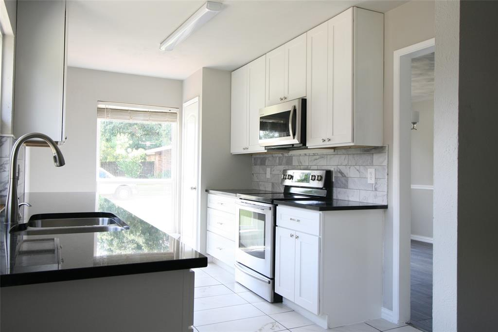 5065 Thompson  Drive, The Colony, Texas 75056 - Acquisto Real Estate best frisco realtor Amy Gasperini 1031 exchange expert