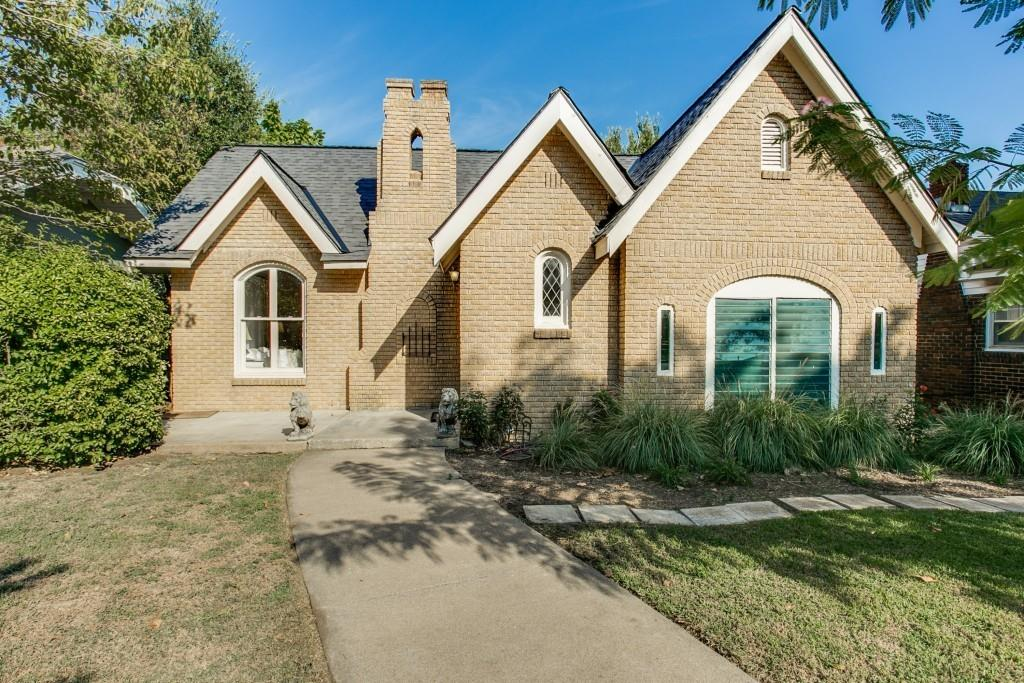 1915 Ashland  Avenue, Fort Worth, Texas 76107 - Acquisto Real Estate best frisco realtor Amy Gasperini 1031 exchange expert