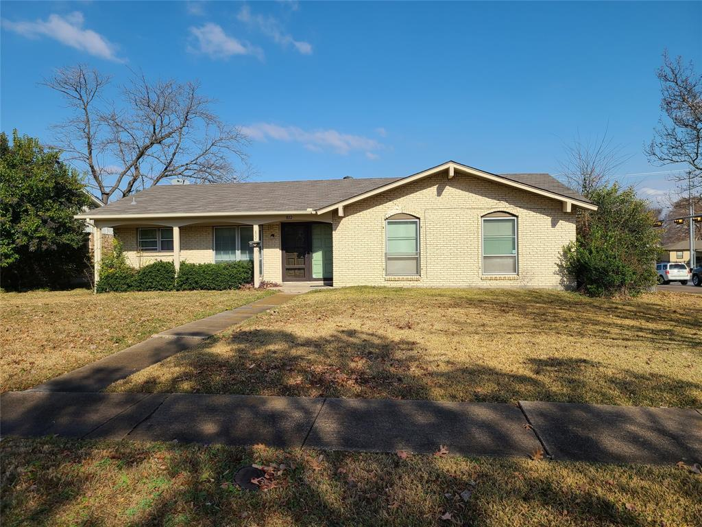 802 Brookshire  Circle, Garland, Texas 75043 - Acquisto Real Estate best frisco realtor Amy Gasperini 1031 exchange expert