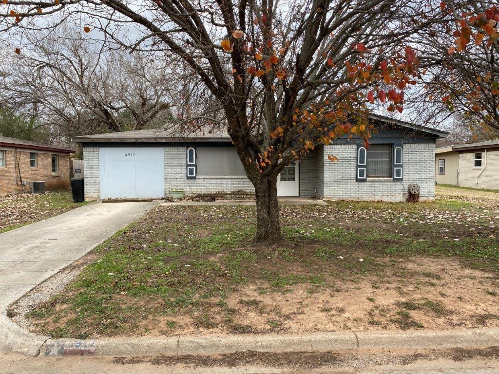 3912 Lakewood  Drive, Lake Worth, Texas 76135 - Acquisto Real Estate best frisco realtor Amy Gasperini 1031 exchange expert