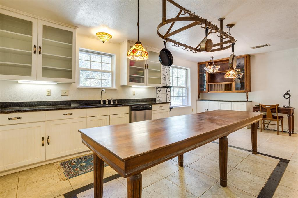 686 Spring Valley  Road, Paradise, Texas 76073 - acquisto real estate best luxury buyers agent in texas shana acquisto inheritance realtor