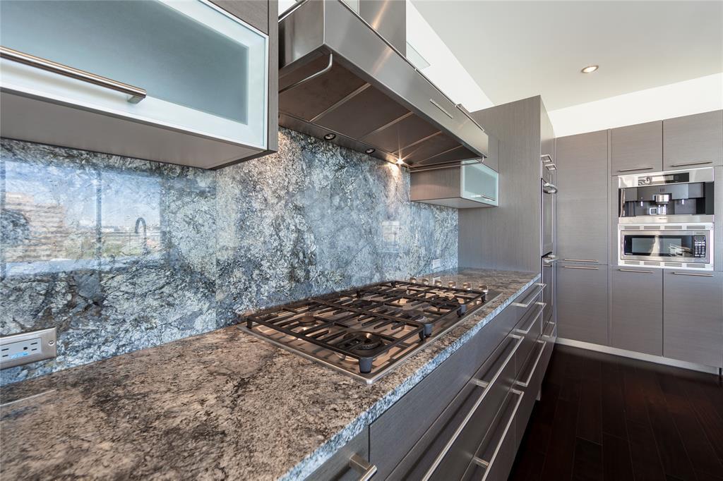 2900 Mckinnon  Street, Dallas, Texas 75201 - acquisto real estate best highland park realtor amy gasperini fast real estate service