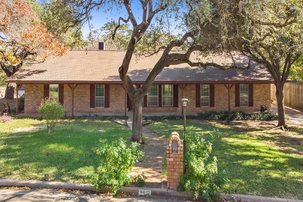 1641 Cherry Creek  Drive, Woodway, Texas 76712 - Acquisto Real Estate best frisco realtor Amy Gasperini 1031 exchange expert