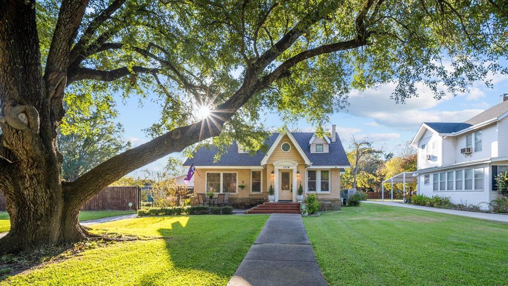 1114 Crockett  Street, Sherman, Texas 75090 - Acquisto Real Estate best frisco realtor Amy Gasperini 1031 exchange expert