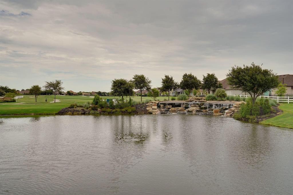 10901 Sandstone  Drive, Denton, Texas 76207 - acquisto real estate mvp award real estate logan lawrence