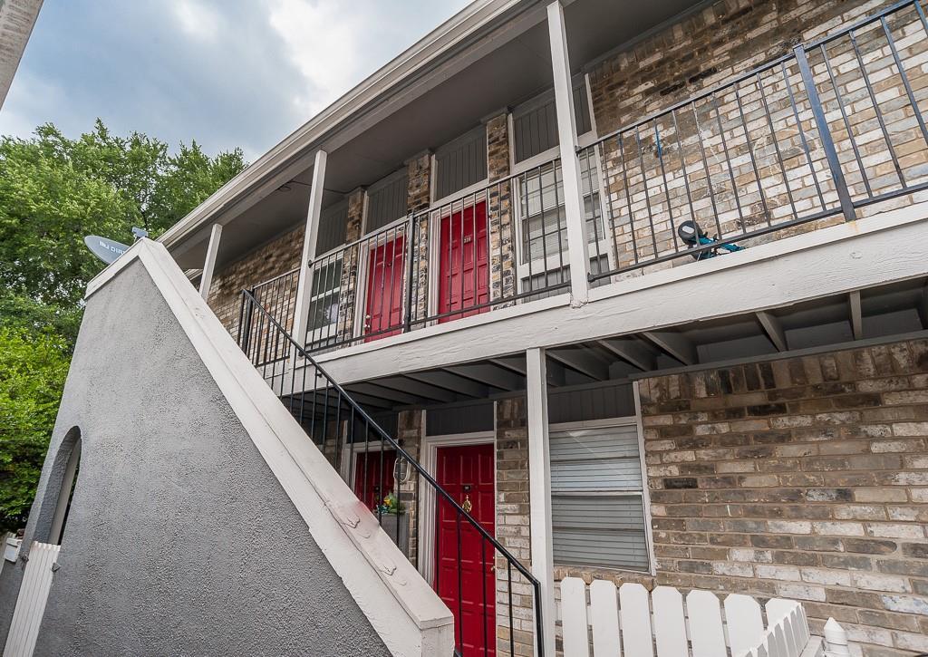5105 Skillman  Street, Dallas, Texas 75206 - acquisto real estate best negotiating realtor linda miller declutter realtor