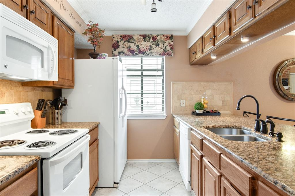 925 Cedarland  Boulevard, Arlington, Texas 76011 - acquisto real estate best real estate company to work for
