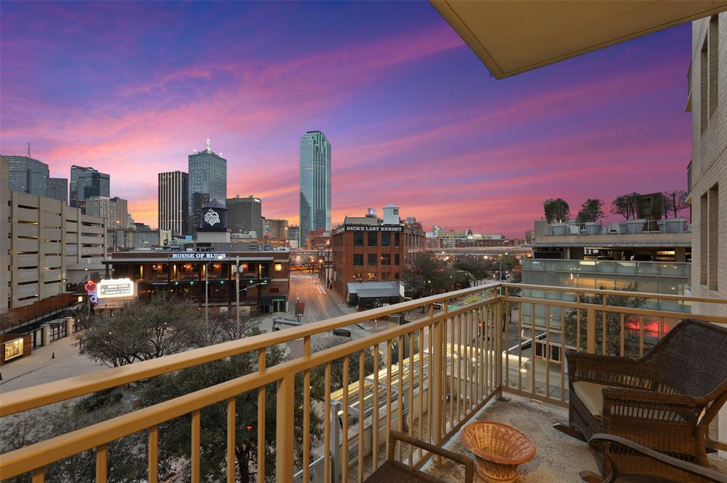 2323 Houston  Street, Dallas, Texas 75219 - Acquisto Real Estate best plano realtor mike Shepherd home owners association expert
