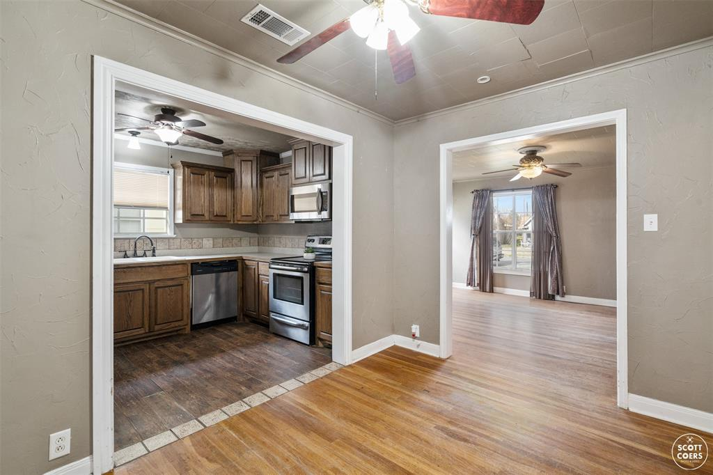 2313 1st  Street, Brownwood, Texas 76801 - acquisto real estate best real estate company in frisco texas real estate showings