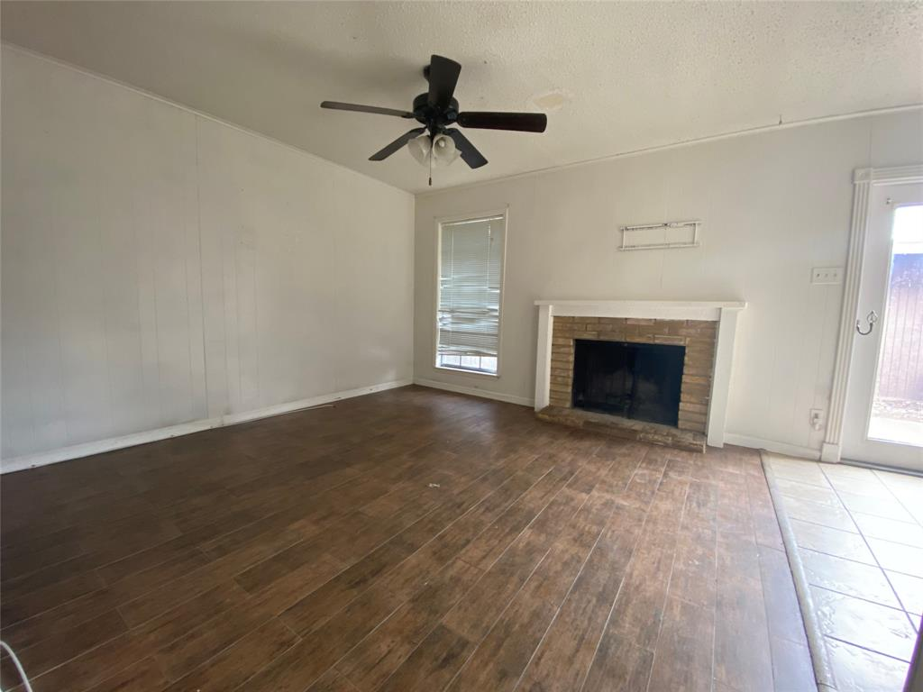 1402 Carrier  Parkway, Grand Prairie, Texas 75051 - Acquisto Real Estate best frisco realtor Amy Gasperini 1031 exchange expert