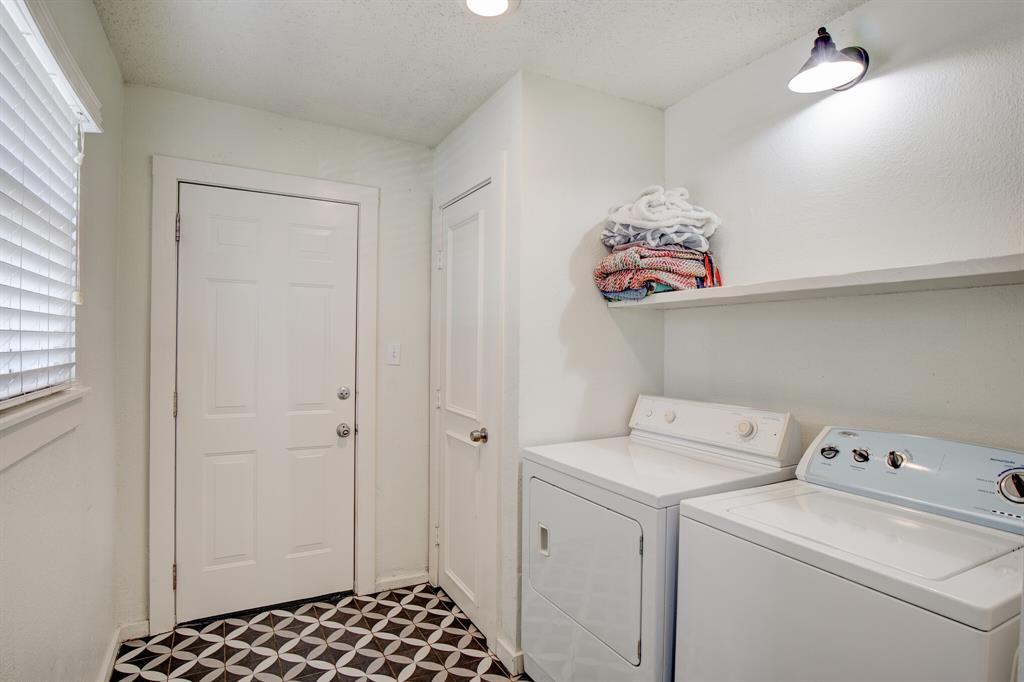 2507 Lipscomb  Street, Fort Worth, Texas 76110 - acquisto real estate best negotiating realtor linda miller declutter realtor