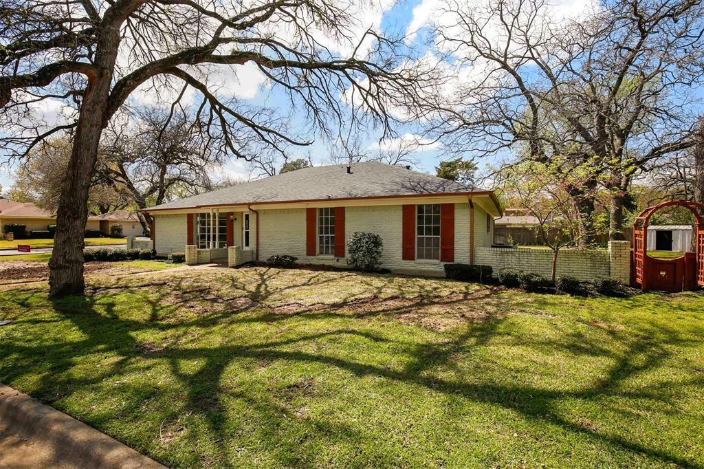 2301 Ravenwood  Drive, Grand Prairie, Texas 75050 - Acquisto Real Estate best frisco realtor Amy Gasperini 1031 exchange expert