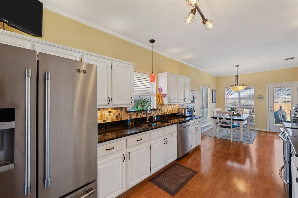1352 Marken  Court, Carrollton, Texas 75007 - acquisto real estate best real estate company to work for