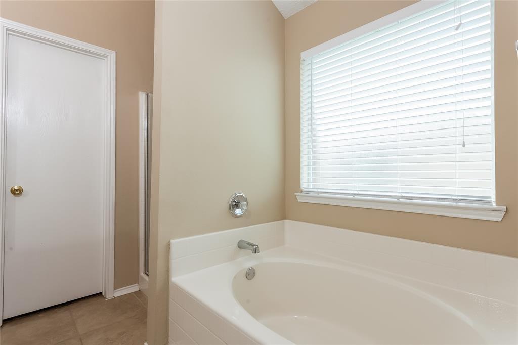 800 Sierra  Circle, Burleson, Texas 76028 - acquisto real estate best celina realtor logan lawrence best dressed realtor