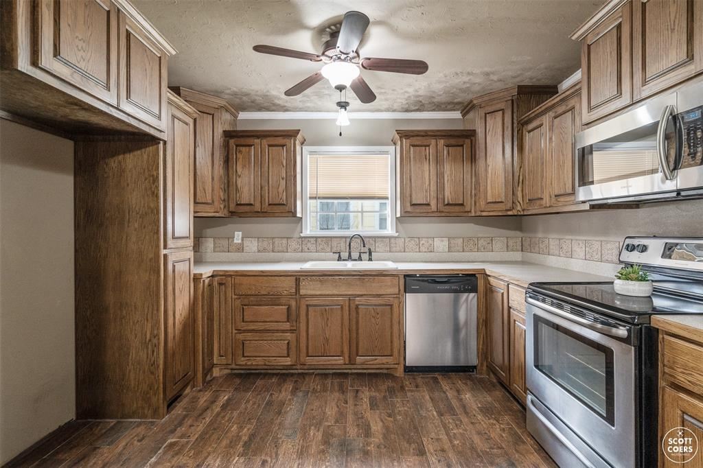 2313 1st  Street, Brownwood, Texas 76801 - acquisto real estate best real estate company to work for