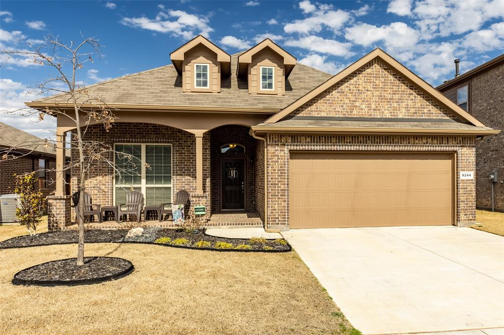 9244 Bronze Meadow  Drive, Fort Worth, Texas 76131 - Acquisto Real Estate best frisco realtor Amy Gasperini 1031 exchange expert