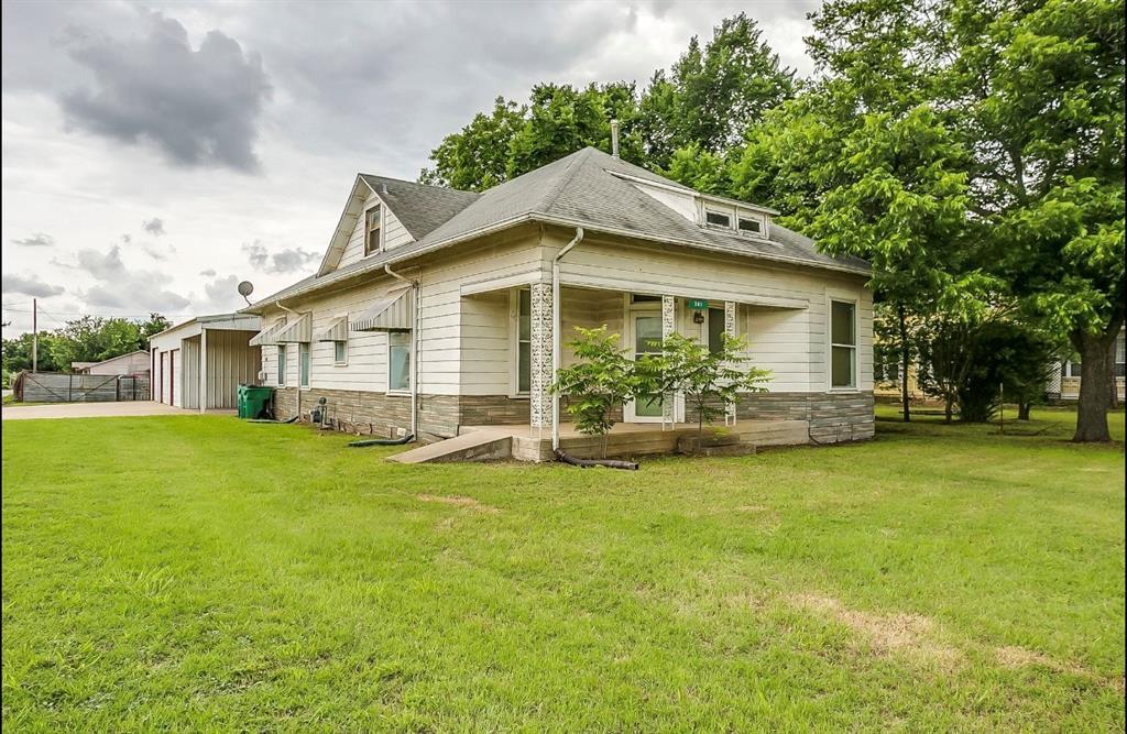 301 Belknap  Street, Jacksboro, Texas 76458 - Acquisto Real Estate best frisco realtor Amy Gasperini 1031 exchange expert