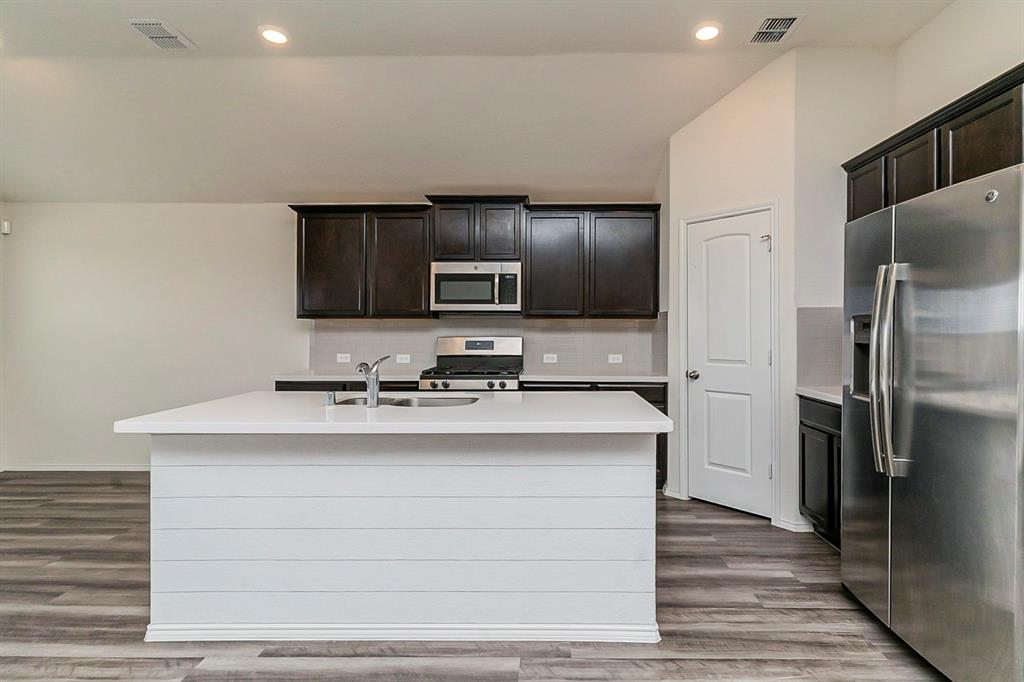452 Saguaro  Drive, Fort Worth, Texas 76052 - acquisto real estate best real estate company to work for