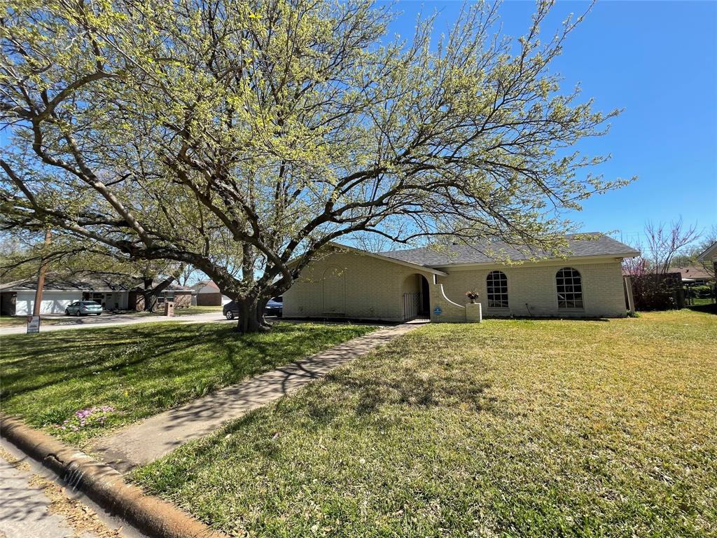 501 Edna  Court, Everman, Texas 76140 - Acquisto Real Estate best frisco realtor Amy Gasperini 1031 exchange expert