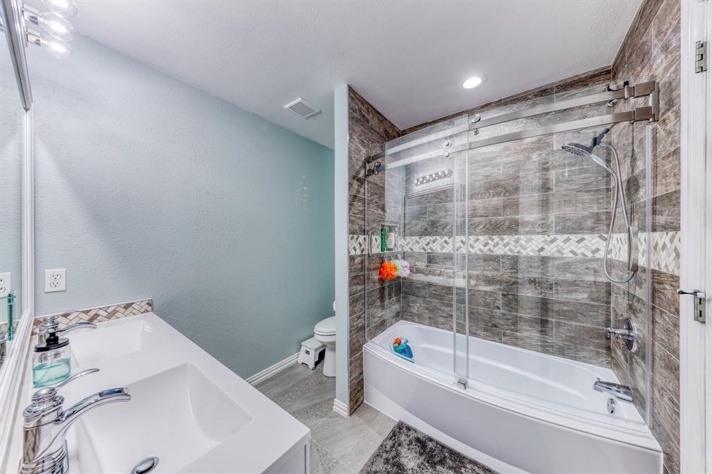 1029 Calinco  Drive, Granbury, Texas 76048 - acquisto real estate best realtor foreclosure real estate mike shepeherd walnut grove realtor