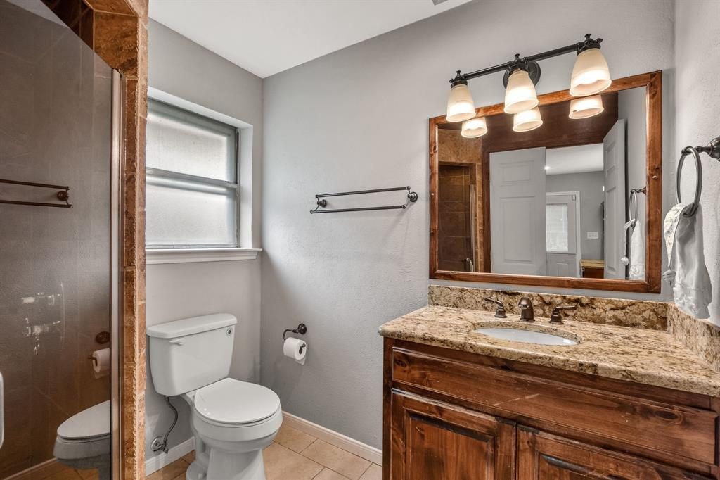 1401 Lincoln  Drive, Carrollton, Texas 75006 - acquisto real estate best photos for luxury listings amy gasperini quick sale real estate