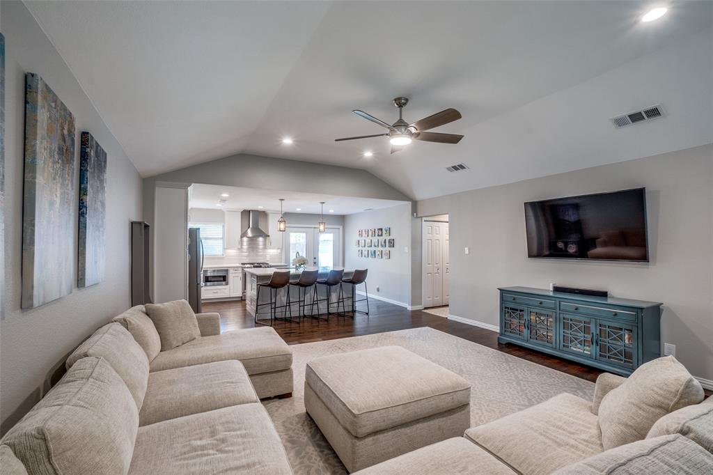6844 Town North  Drive, Dallas, Texas 75231 - acquisto real estate best celina realtor logan lawrence best dressed realtor