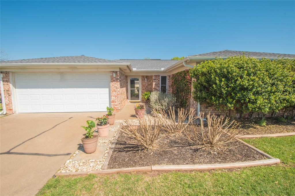 304 Tahiti  Drive, Granbury, Texas 76048 - Acquisto Real Estate best frisco realtor Amy Gasperini 1031 exchange expert