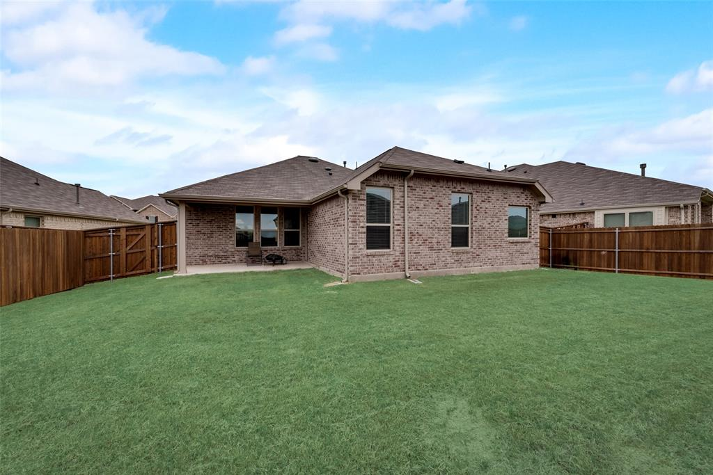 9244 Silver Dollar  Drive, Fort Worth, Texas 76131 - acquisto real estate best frisco real estate broker in texas for high net worth buyers