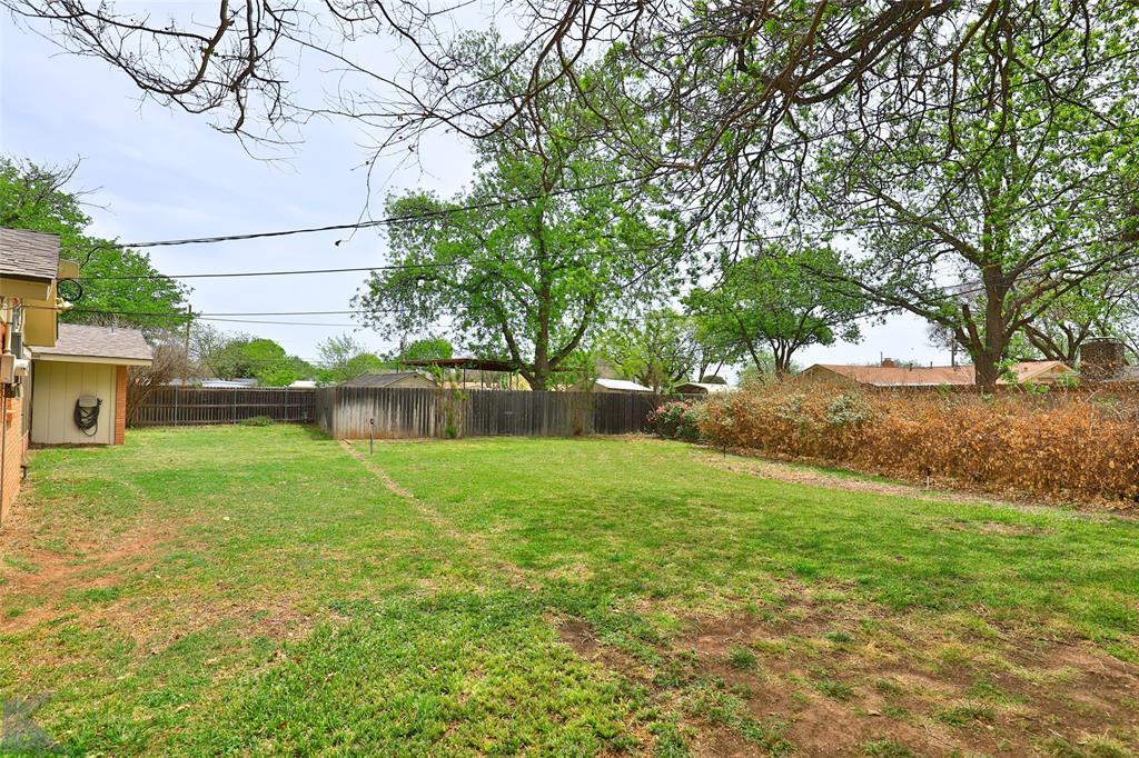 2215 Oakwood  Lane, Abilene, Texas 79605 - acquisto real estate agent of the year mike shepherd