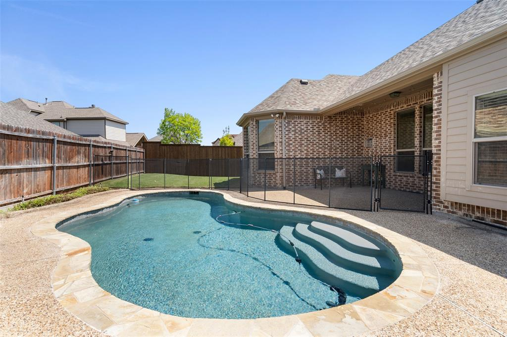400 Oxford  Place, Prosper, Texas 75078 - acquisto real estate best realtor foreclosure real estate mike shepeherd walnut grove realtor
