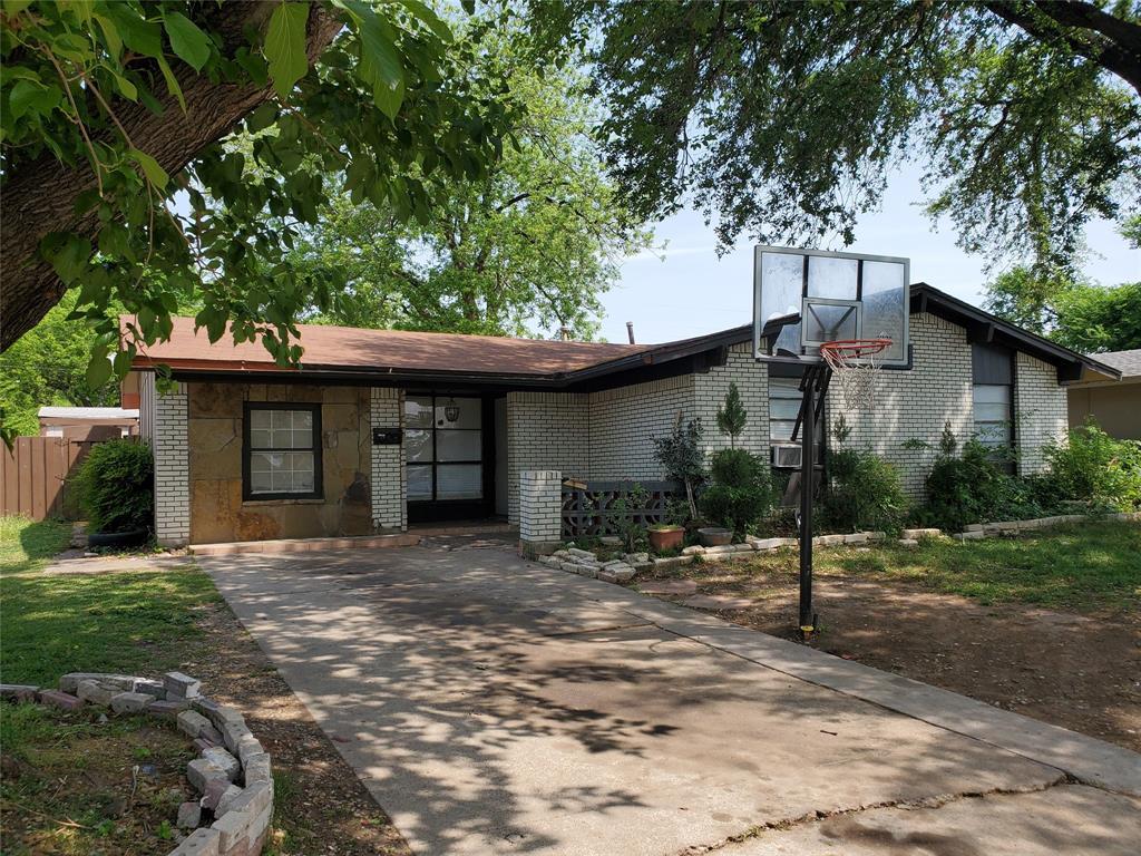 1821 Burning Tree  Lane, Carrollton, Texas 75006 - Acquisto Real Estate best plano realtor mike Shepherd home owners association expert