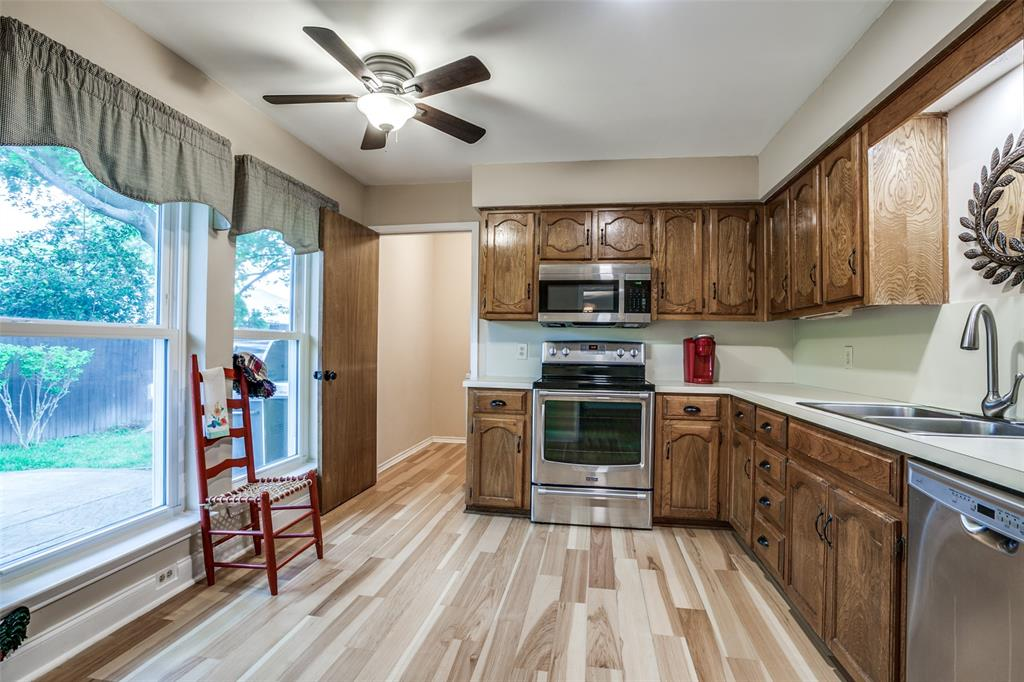 106 Forest  Lane, McKinney, Texas 75069 - acquisto real estate best highland park realtor amy gasperini fast real estate service