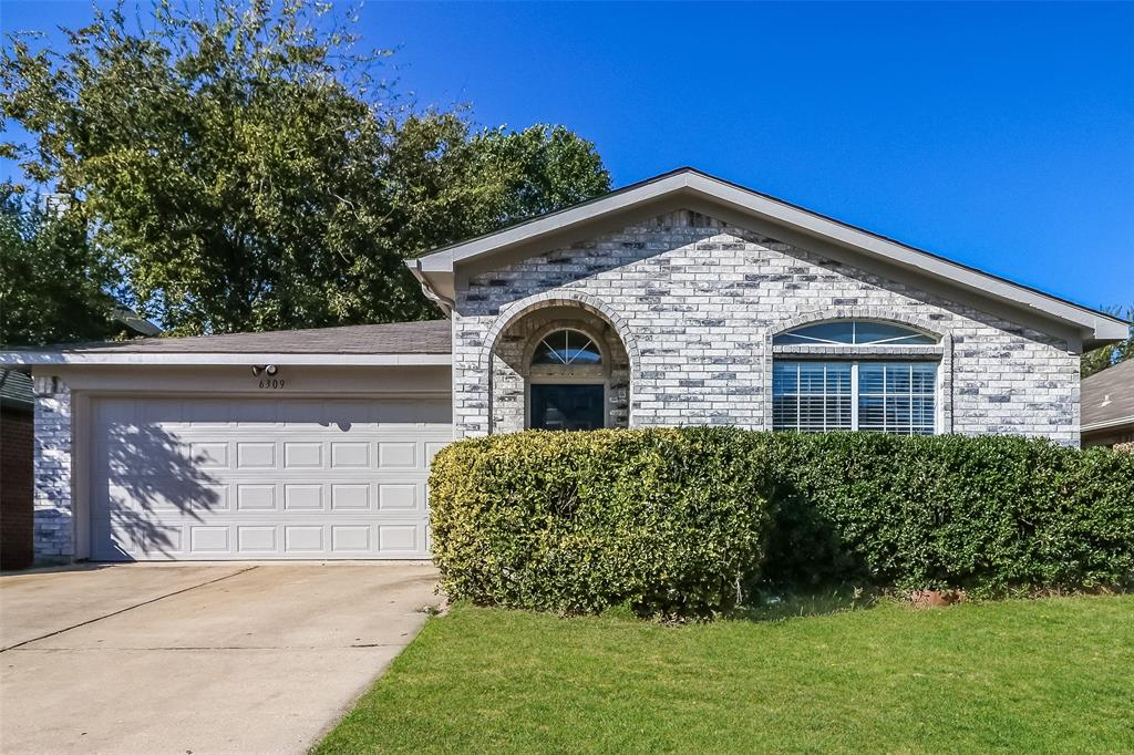 6309 Rockhaven  Drive, Fort Worth, Texas 76179 - Acquisto Real Estate best plano realtor mike Shepherd home owners association expert