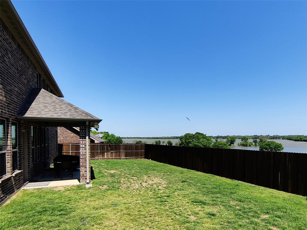 2121 Lake Front  Trail, Garland, Texas 75043 - acquisto real estate best photos for luxury listings amy gasperini quick sale real estate
