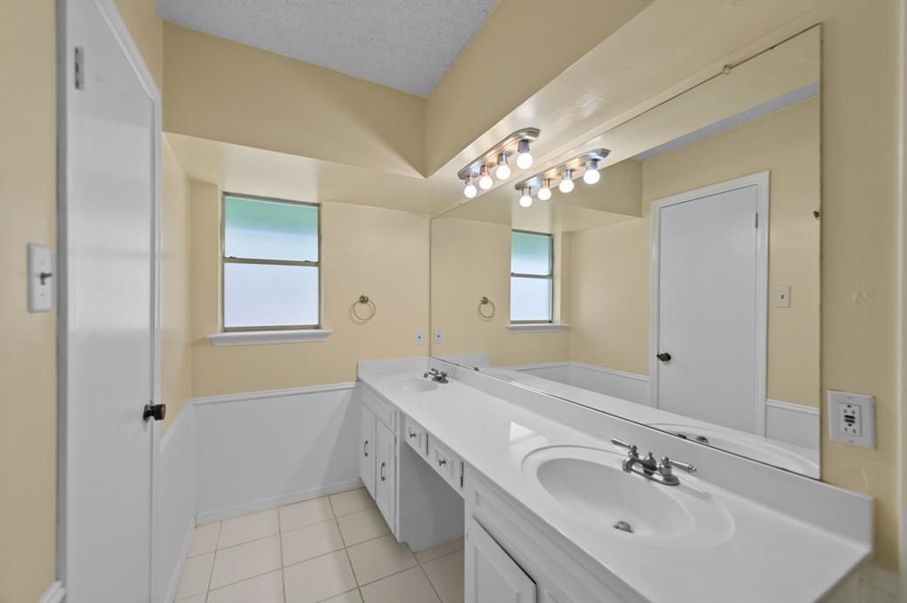 413 Salem  Drive, Hurst, Texas 76054 - acquisto real estate best realtor foreclosure real estate mike shepeherd walnut grove realtor