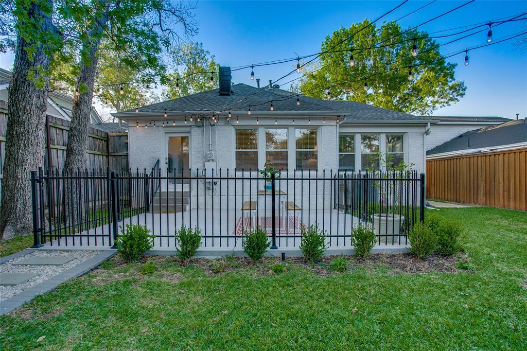 818 Thomasson  Drive, Dallas, Texas 75208 - acquisto real estate best realtor westlake susan cancemi kind realtor of the year