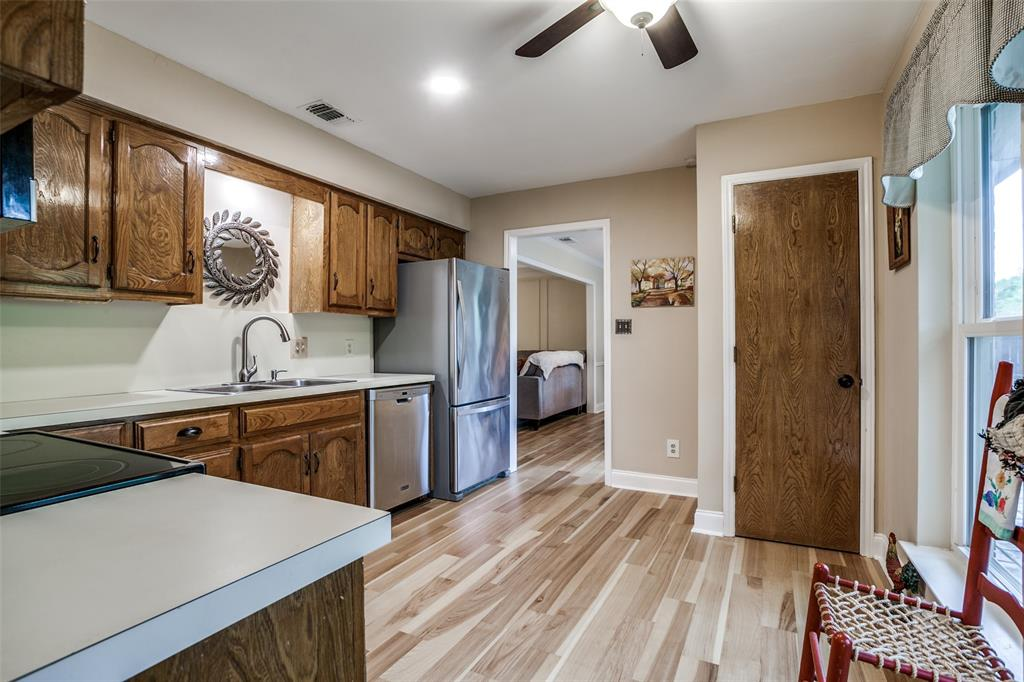 106 Forest  Lane, McKinney, Texas 75069 - acquisto real estate best real estate company to work for