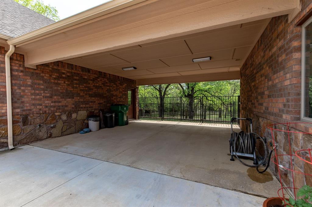 198 Cottonwood  Court, Bowie, Texas 76255 - acquisto real estate mvp award real estate logan lawrence