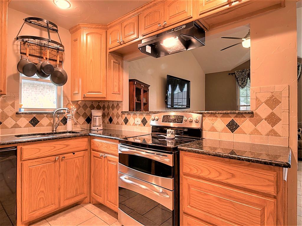 616 Creekview  Drive, Burleson, Texas 76028 - acquisto real estate best listing listing agent in texas shana acquisto rich person realtor