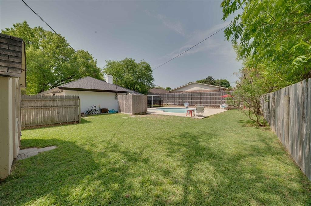 2426 Sherwood  Drive, Grand Prairie, Texas 75050 - acquisto real estate best real estate idx dilusso marketing mike acquisto