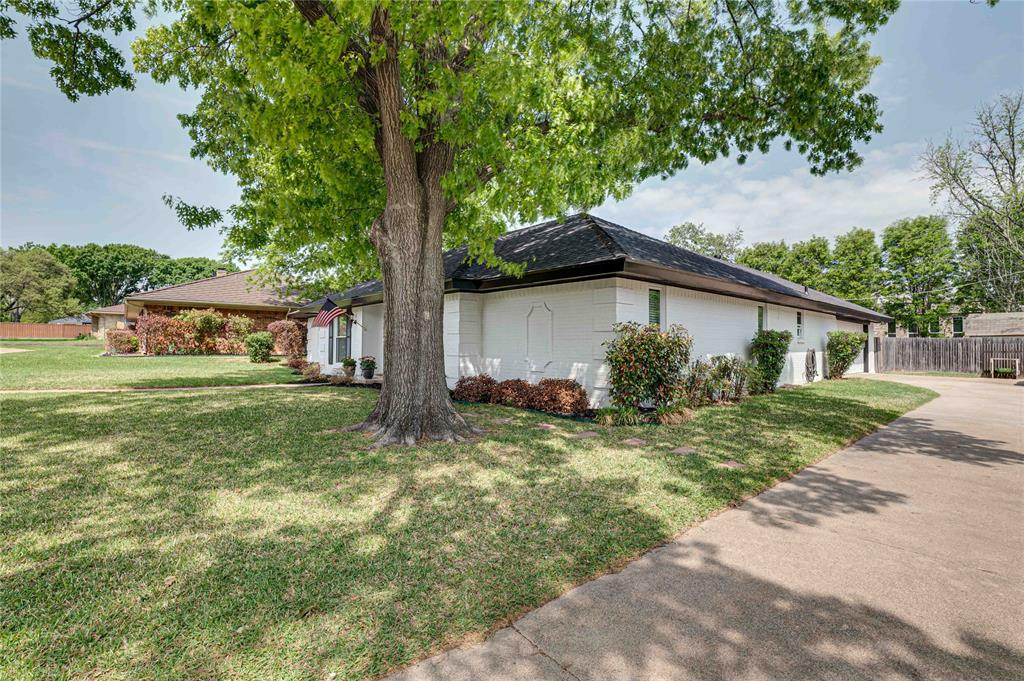 2426 Sherwood  Drive, Grand Prairie, Texas 75050 - acquisto real estate best the colony realtor linda miller the bridges real estate
